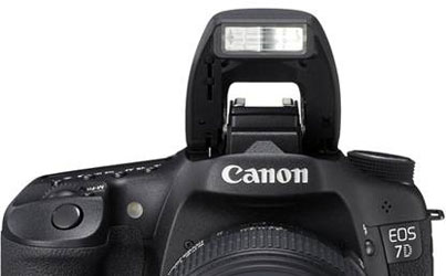 The well-built, pop-up flash of the 7D
