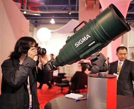 Sigma APO 200-500/2.8 EX DG posing for a close-up